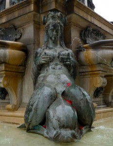 I don't have a particularly good reason for including this photo of a siren from the base of the Fontana del Nettuno in the central Piazza del Nettuno of central Bologna... I just still can't get over it.