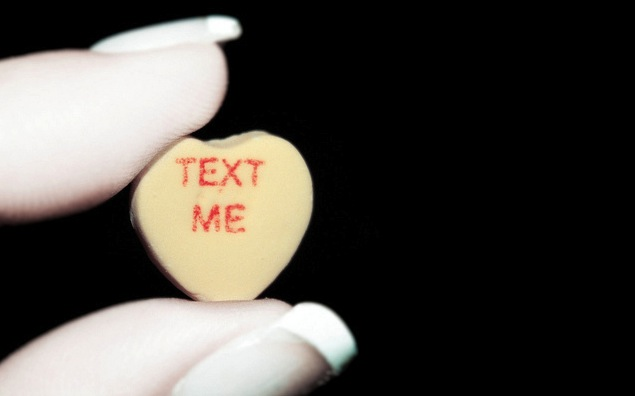 Dating Ell-A: Put dwn the fone